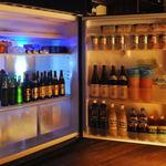 立ち食い焼肉 と文字 - 2階の冷蔵庫の中にはドリンクがいっぱい!