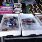 魚増鮮魚店 - あなご以外の鮮魚もあります