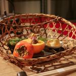 別邸 仙寿庵 - 秋の籠 柿ときのこ卸し酢 毬栗 すり身 馬鈴薯 萩寄せ 小豆 銀杏☆