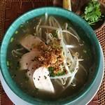アジアごはんとおはぎ 善 - 料理写真:鶏肉のフォー お好みでレモンとパクチーをどうぞ。