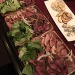 肉バル酒場 ラッキー ルウ - お肉大量です。