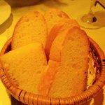 5870914 - 自家製パン \200