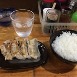 元祖 中洲屋台ラーメン 一竜 - 餃子とライス