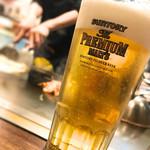 越田 - 料理を見ながらビールが進みます。