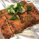 お好み焼き 越田 - ガンスは魚のスリミを揚げたものだそうです。 これもつまみに最高!