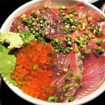 はじめ鮮魚店 - キラキラ光り輝く海鮮丼