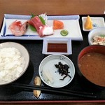 めし太郎 - さしみ盛合せ定食 660円