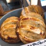 ククーカフェ - 明野金時と地元のリンゴのパイ!