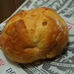 DONQ - 料理写真:コーンパン(140円)