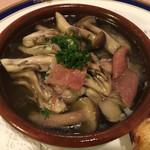 58717123 - 地場産牡蠣とキノコのアヒージョ UP