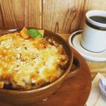スローコーヒー - 焼きチーズカレー(半熟卵乗せ)