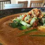 火焔山餃子房 - 水面ギリギリ。担々麺