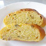 58722996 - かぼちゃとハチミツを練り込んだ、ほんのり甘いロールパン