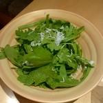 菜な - 博多春菊と釜揚げシラスのサラダ:850円