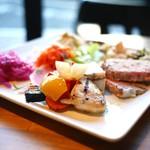 Mark Matsuoka Grill Beef & Wine - 前菜盛り合わせ スモール (980円)