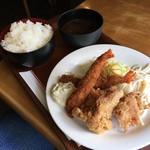 ボンジュール - 海老フライと鶏の唐揚げ定食(税込880円)