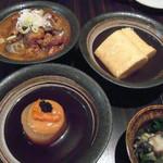 秋津日本酒居酒屋 しば田 - 左上:牛すじとお野菜の煮込み。右上:出汁厚焼き玉子。左下:柚子うに大根