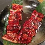 焼肉 やくやく亭 - 左カルビ、右サガリ