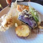 やまね食堂 - 庭先の野菜の天ぷら