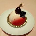 フォションパリルカフェ - チーズケーキチェリー648円