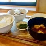 たっぽ家 - [2016/11]妻有ポークの味噌もつ定食(850円)