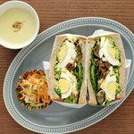 ブラスカフェ - lunch きんぴらごぼうとダブル卵sandwich