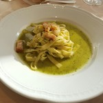 イタリア料理 ツインバード - 「海老とベーコンのバジルソース」
