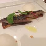 ブラッセリードゥ・プラ - マリネした秋刀魚の炙り。