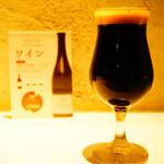 ヤキトリ、ワイン、日本酒、Q - ゲストクラフト ノースアイランドビール(北海道)のコリアンダーブラック