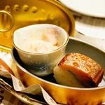 とろさば料理専門店 SABAR - 突き出し サバとトロロの和え物と炙り鯖寿司