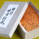 松屋常盤 - 箱を開けるとふわっと、味噌の香りが。