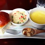 ピニョン - くるみパン クスクスのサラダ かぼちゃスープ