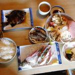サンチョク鮮魚荒木 - これにプラス焼き魚、味噌汁
