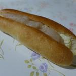 フゥ・ド・ボワ - てぼ蜜ミルク(180円) フランスパンに、白餡、蜂蜜、練乳クリーム。