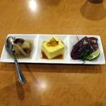 58762472 - 街バル用 大根餅のキノコあんかけ、南瓜のもっちり豆腐、カツオの塩タタキ