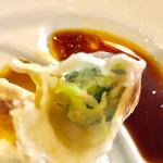 翔鶴 - 中身のお肉と野菜のバランスはいいです【料理】