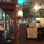 北海道イタリアン居酒屋 エゾバルバンバン - カウンター席、テーブル席ございます店内です。