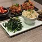 肉牛寿司×しゃぶ焼肉2+9 - 本日のナムル、キムチ