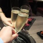 肉牛寿司×しゃぶ焼肉2+9 - スパークリングで乾杯!