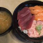 若狭家 - ねぎとろ・まぐろ・サーモン丼 ¥840 + みそ汁 ¥80