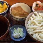 ししまる食堂 - 武蔵野うどん + かぼちゃのサラダ + ししまるおあげ + にんじんしりしり