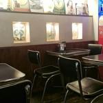 エーエス クラシックス ダイナー - 店内はクラシックなアメリカンダイナーを意識したインテリアでした。