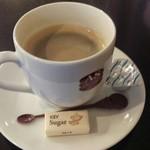 58774060 - テイクアウトの料理が出来るまで店内で待ってた時にサービスされたホットコーヒー