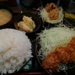 とんかつ 麻釉 - ロースカツ定食と牛の唐揚げ、ポテトサラダ(小)、ライス中盛りで頼みました。
