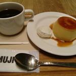 58783917 - 焼きプリン380円とセットのコーヒー200円(税込み)