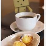 SOPRA - コーヒー小さな焼き菓子添え