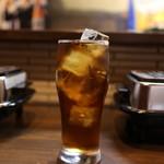焼肉ほるもん たーちゃん - ウーロン茶は目一杯注がれています☆