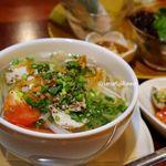 ニャーヴェトナム - 鶏肉とトマトのフォー