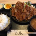 食事処新道 - 料理写真:この日のサービスランチ。ビックチキンカツ定食 ご飯大盛 ¥1000