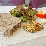 オ・ボルドー・フクオカ - 九州産の牛肉と豚肉に豚レバーを加えて低温で焼き上げてジューシーに仕上げたパテです。